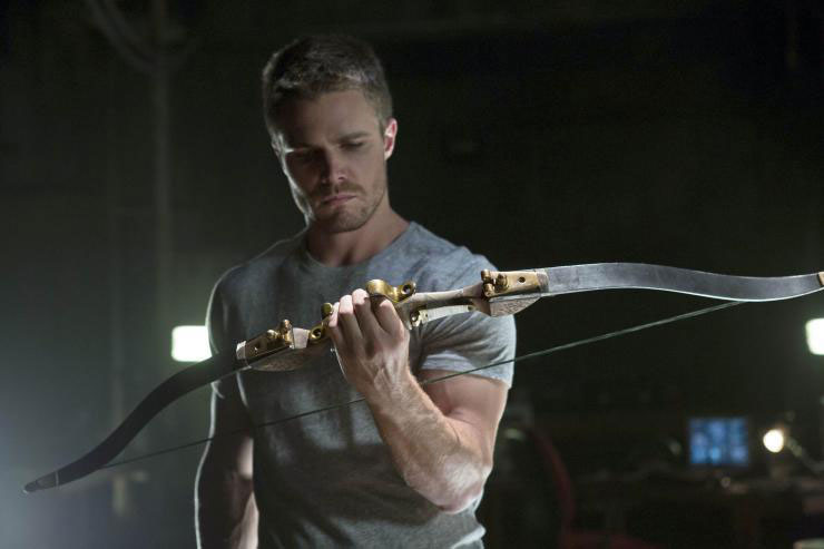 Oliver Queen's season 1 bow
